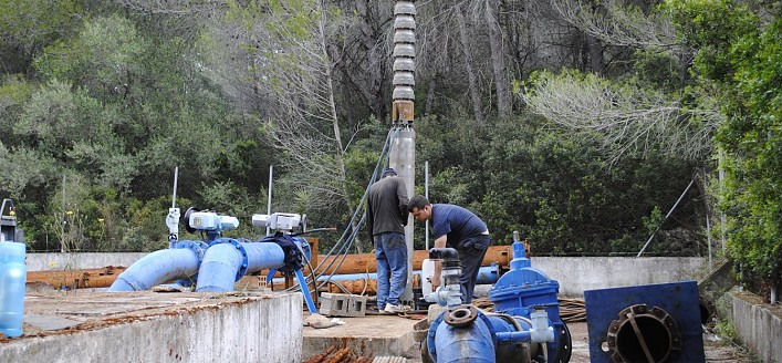 Extracción y canalización de agua